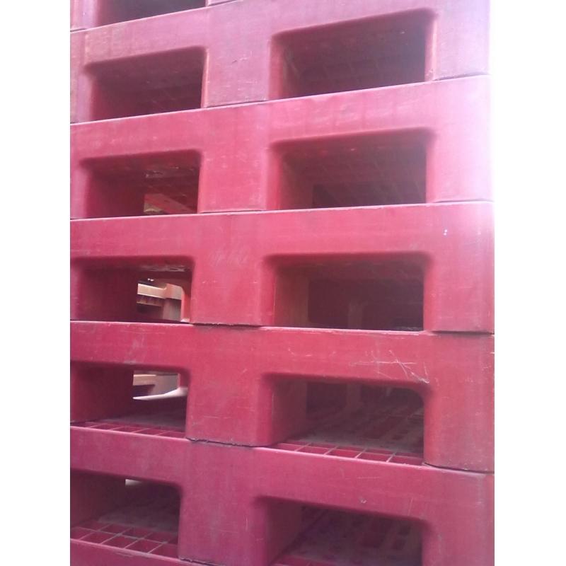 Pallet nhựa đỏ 001