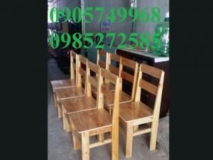 Ghế làm từ gỗ thông