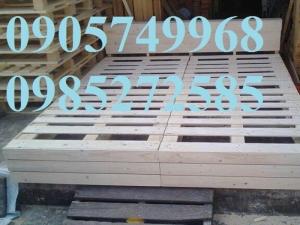 Giường làm từ gỗ thông