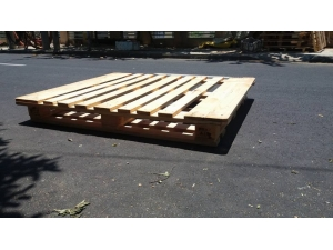 Pine wood pallet lump