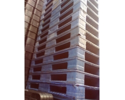 Old plastics pallet 005